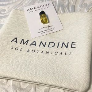 Amandine Sol Botanicals make up case and oil. New